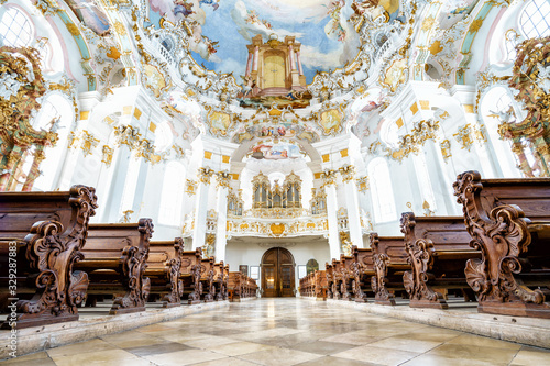 Foto WIESKIRCHE, GERMANY – MARCH 07: View on rococo interior of chapel with benches on March 07, 2016 in Wieskirche, Germany