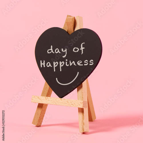 Obraz text day of happiness in a heart-shaped sign - fototapety do salonu