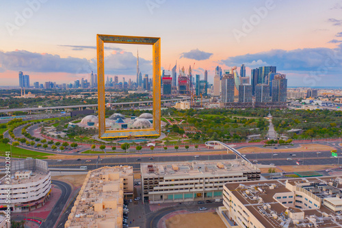 Photo Aerial view of Dubai Frame, Downtown skyline, United Arab Emirates or UAE