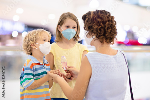 Fotografía Mother and child with face mask and hand sanitizer