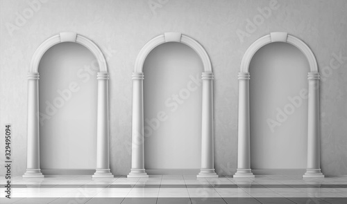 Photo Arches with columns in wall, interior gates with white pillars in palace or cast
