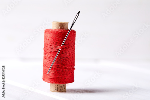 Foto bobbins with thread and needles