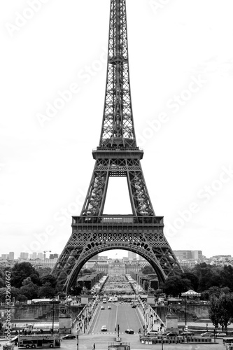 Fototapety, obrazy: Eiffel Tower, symbol of Paris, in a cloudy autumn day in black and white photography