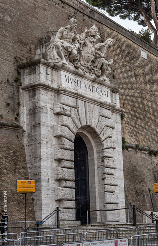 Vászonkép Main entrance of the Vatican City museums in Rome, Italy