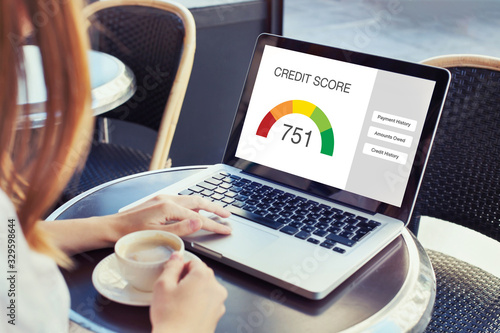 Cuadros en Lienzo credit score concept on the screen of computer