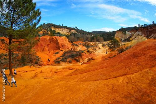 Le Colorado provençal ou ocres de Rustrel, parc national du lubéron dans le vauc Canvas Print