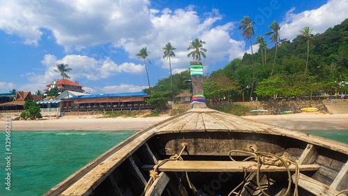 Krabi Tajlandia, Railay beach, plaża, woda, błekit, natura, łódka,  raj, morze, klify, niebo, wakacje, lato,