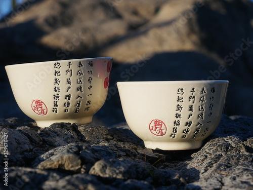 Valokuva Tasses à thé avec idéogrammes