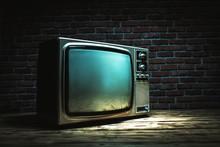 Vintage Old TV Still Life On W...