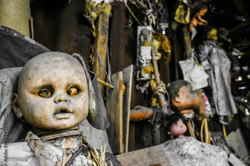 Canvas Print Creepy old dolls in the abandoned Island of the Dolls, Xochimilco, Mexico City