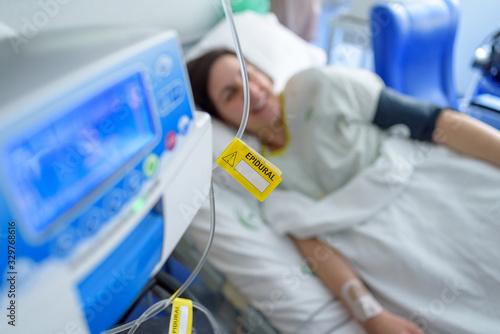 Carta da parati Etiqueta amarilla epidural en hospital