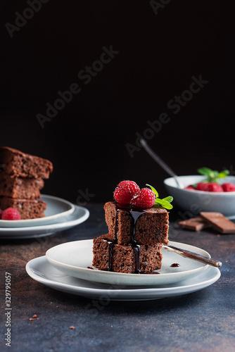 Fotografía Chocolate cake with caramel