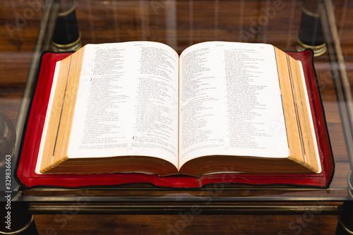 Photo Antigua Sagrada Biblia abierta
