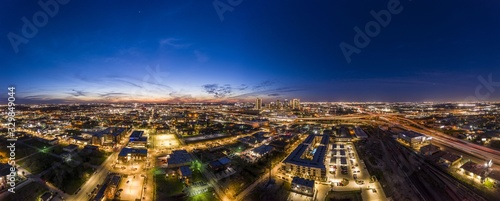 Photo Panoramic aerial view on the city of Fort Worth during sunset with final aftergl