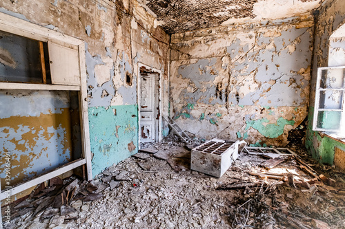 Photo abandoned hospital light-blue colored room with lot of windows