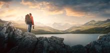 Wanderer Steht Vor Einem Bergsee