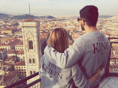 Fotografía Rear View Of Couple Looking At Giotto Campanile From Observation Point In City