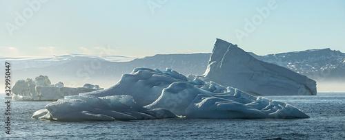 Fotografia, Obraz Icebergs in Disko Bay Greenland. Misty morning..