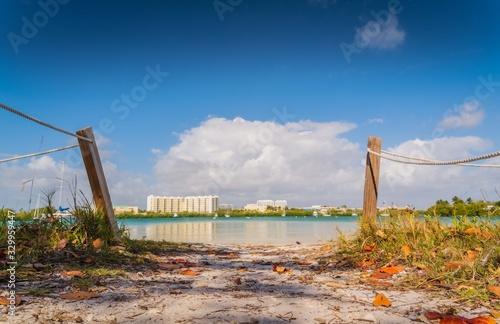 Photo aquatic beach architecture building summer cloud blue sky suspension landscape c