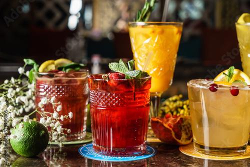 Fotomural tasty cocktails in the bar