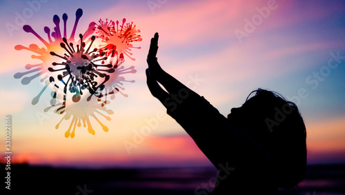 Silhouette Little Chinese girl raised hands for protection virus Covid-19 Tableau sur Toile