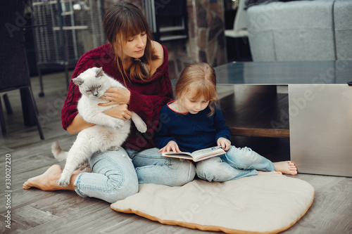 Photographie Beautiful mother with little daughter