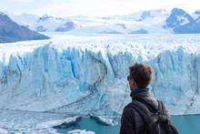 Voyageur Devant Le Glacier Per...