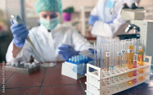 Fotografia lab analysis of new corona virus, clinic laboratory chemical research of infection
