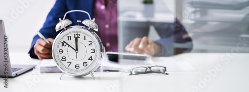 Photo Close-up Of An Alarm Clock On Desk