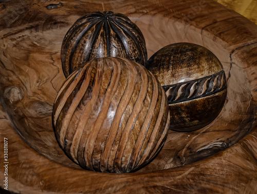Bolas de madera talladas Wallpaper Mural