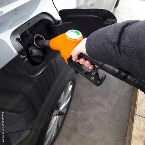 Fare benzina alla stazione di servizio - rifornimento Wallpaper Mural