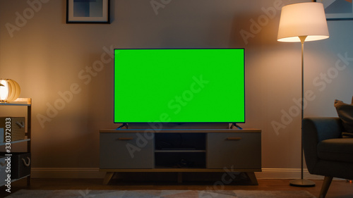 Fotografía Shot of a TV with Horizontal Green Screen Mock Up