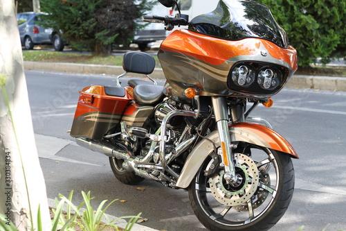 Una moto cañera