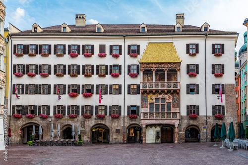 Obraz Goldenes Dachl in Innsbruck - fototapety do salonu