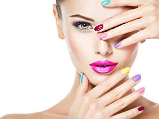 Panel Szklany Do salonu kosmetycznego beautiful woman with colored nails