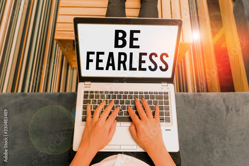 Valokuva Handwriting text writing Be Fearless
