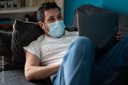 Photo A white man is working from home during Coronavirus or Covid-19 quarantine, coro