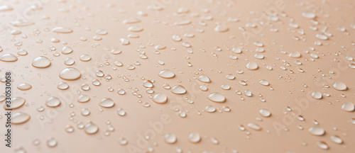 Tela Many different drops of water rain on a beige background