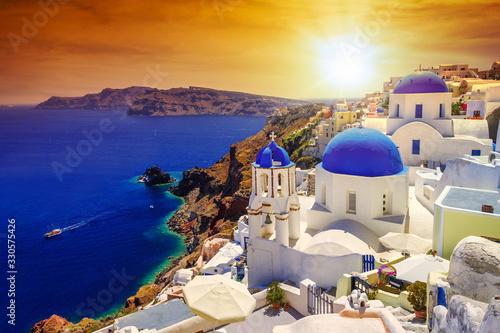 Obraz na plátně Beautiful sunset over Oia town on Santorini island, Greece