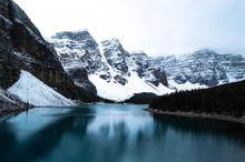 Vista Deslumbrante De Um Lago ...