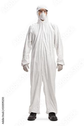 Fotografía Man in a white hazmat suit and mask
