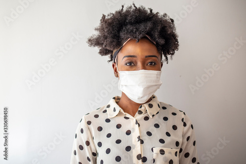 Cuadros en Lienzo Masked woman - protection against influenza virus