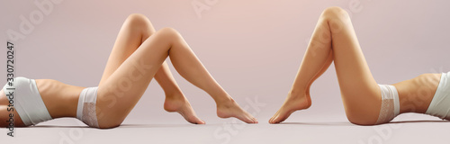 Female legs on white background Tableau sur Toile