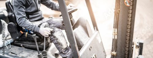 Obraz Staplerfahrer bei der Arbeit - fototapety do salonu