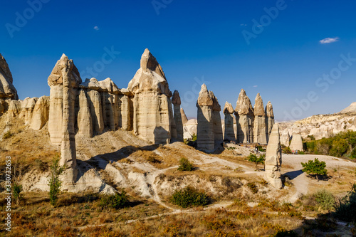 Photo Stone pillars in the Love valley in in Goreme national park