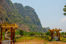 HHA-AN, MYANMAR, BURMA - MARCH 2016: Amazing View Of Lot Buddhas Statues And Religious Carving On Limestone Rock In Sacred Kaw Goon Cave