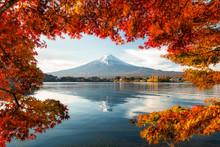 Lake Kawaguchiko With Mount Fu...
