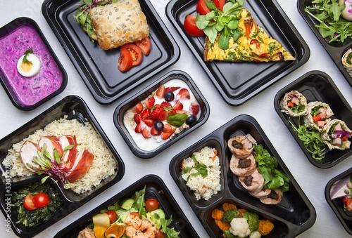 Fototapeta Zdrowa dieta pudełkowa sniadanie obiad lunch box, na dowóz, na wynos, pełnowartościowy, zbilansowany fit posiłek na cały dzień  obraz
