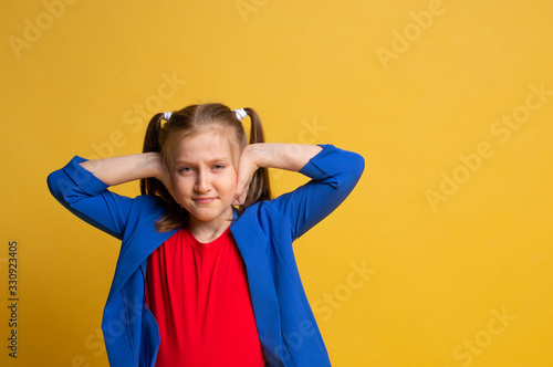 Photo nervous girl isclosing her ears with hands as she doesn't want to hear anything