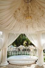 Rotunda Features Chandelier De...